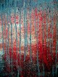 Стена грязная и запятнанная с красками и капая цветами стоковая фотография rf