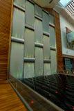 Стена и фонтаны воды на круизе знаменитости стоковое изображение rf