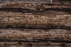 Стена сделанная старых, темных, несенных коричневых журналов ashlar стоковая фотография