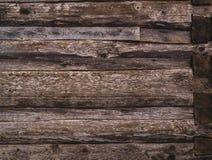Стена сделанная старых, темных, несенных коричневых журналов ashlar стоковая фотография rf