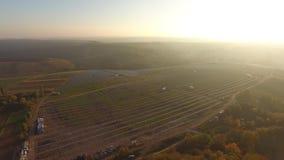 Строя солнечная станция сток-видео