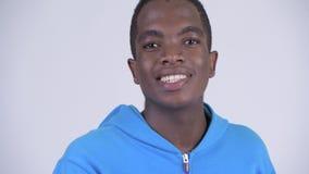 Сторона поцелуя молодого счастливого африканского человека дуя видеоматериал