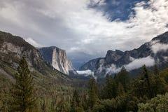 Сценарный взгляд осени, Yosemite, Ca стоковое изображение rf