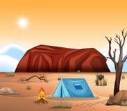 Сцена захолустья Uluru располагаясь лагерем иллюстрация штока