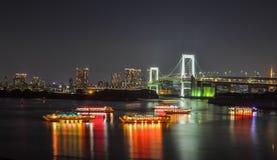 Сцена ночи залива Токио стоковые изображения rf