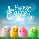 Счастливая пасха, красочные пасхальные яйца с милыми усмехаясь сторонами emoji, иллюстрацией вектора бесплатная иллюстрация