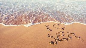 Счастливые праздники и концепция перемещения Пляж моря и текст руки рисуя я люблю море стоковое изображение