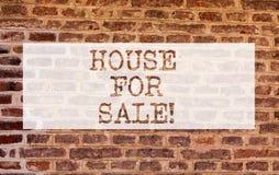 Схематический дом показа сочинительства руки для продажи Свойство недвижимости фото дела showcasing доступное купить стоковая фотография rf