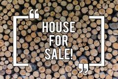 Схематический дом показа сочинительства руки для продажи Свойство недвижимости текста фото дела доступное купить стоковое фото rf