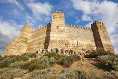 Средневековые башни замка Burgalimar Ла Encina Banos de, Jaen стоковое изображение