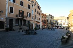 Средневековый квадрат в городке Cerveteri в Италии стоковые фотографии rf