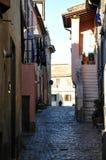 Средневековый переулок в городке Cerveteri в Италии стоковая фотография