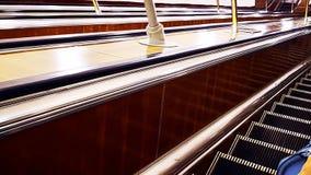 Эскалаторы на железнодорожном вокзале, сток-видео