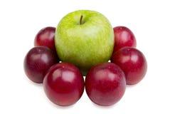 яблоко и сливы на белом фоне. Green Apple and plum on a white background Royalty Free Stock Photos
