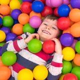 Яркость детства Развлечения Megapolis для детей Счастье и яркость принципиальная схема детства счастливая стоковое фото