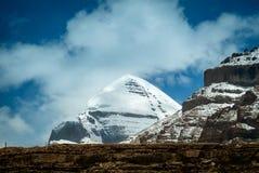 Южный взгляд священного Mount Kailash на Tarboche 15 000 футов 4 600 метров стоковые изображения