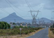 Южно-африканское энергоснабжение на краю сброса давления стоковые фотографии rf