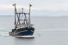 Убой II Том рыбацкой лодки на реке Acushnet приближая к New Bedford стоковые фотографии rf
