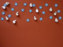 Украсьте рождество и Новый Год на красной предпосылке стоковое фото