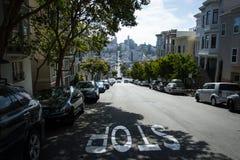 Улица уклона и восхождения в Сан-Франциско стоковое фото