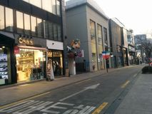Улица Apgujeong на заходе солнца стоковое фото rf