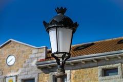 Уличный фонарь на дне стоковое фото