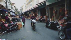 Уличный рынок в старом городке Ханоя Вьетнама видеоматериал