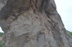 Утес горы в месте которое беловатый коричневый цвет стоковые изображения