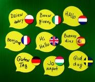 Учить курсы ‹â€ ‹â€ иностранных языков Приветствия фразы в различных языках Флаги стран изученных языков стоковые изображения rf