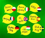 Учить курсы ‹â€ ‹â€ иностранных языков Приветствия фразы в различных языках Флаги стран изученных языков стоковые изображения