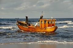 Шлюпка Fisher на пляже острова Usedom стоковое изображение rf