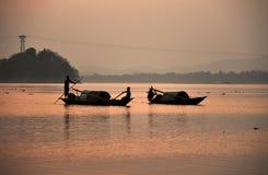 шлюпки рыболова в Реке Brahmaputra стоковое изображение rf