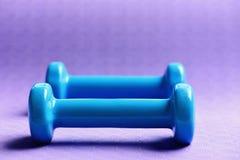 Штанги сделанные из пластмассы, конца вверх Оборудование формировать и фитнеса стоковые изображения