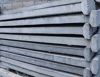 Штендер бетона армированного штабелируя на поле стоковая фотография rf