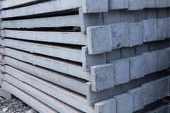 Штендер бетона армированного штабелируя на поле стоковое изображение
