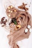 Шоколад - положение коричневого десерта мороженого сладкого плоское стоковые фото