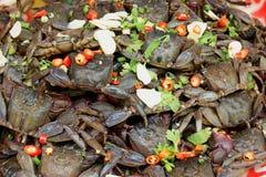Тайская еда улицы, посоленный краб замаринованная польза краба в салате папапайи стоковое фото