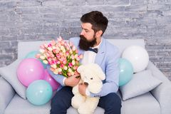 Творческие решения для всех ваших флористических потребностей just rained Бородатый человек с цветками абстрактная дата пар птиц  стоковое изображение rf