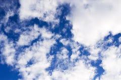 Текстура красивого голубого неба с облаками backhander стоковое фото rf