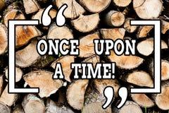 Текст почерка писать когда-то Смысл концепции говоря роман исторического события рассказа сказки рассказа деревянный стоковые фото