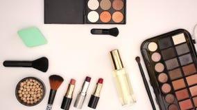 Тени глаза продуктов красоты макияжа и губные помады - анимация механизма прерывного действия видеоматериал