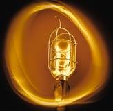 Теплая электрическая лампочка круга стоковые фото