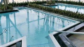 Термальный бассейн - клокоча поверхность воды акции видеоматериалы