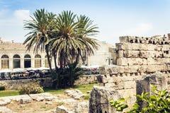 Территория около руин виска Аполлона в острове Ortygia Ortigia, Сиракузе, Сицилии, Италии - старом квадрате стоковые фотографии rf
