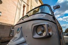 Те небольшие автомобили выглядят смешными стоковые фотографии rf