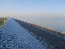 Типичная голландская зима в сельской провинции Флеволанде стоковые изображения rf