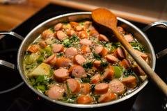 Тушёное мясо с сосисками стоковые фотографии rf