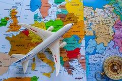 Туристская карта Европы с Боингом и компасом для перемещения стоковое фото