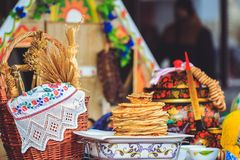 Традиционные блюда блинчиков национально белорусские на Shrovetide стоковые изображения