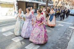 Традиционные костюмы во время Las Fallas стоковое фото rf